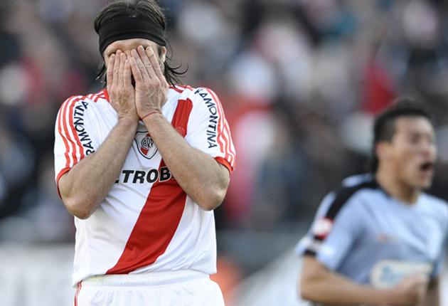 River Plate's Mariano Pavone reacts after missing a penalty kick in the crucial game