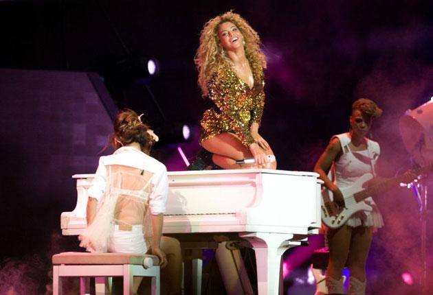 Beyonce   Even Beyonce has had her accidents. In 2011 during a performance in Orlando the multi-platinum selling artist took quite the spectacular dive down a flight of stairs. Remarkably, the singer didn't even flinch as she face-planted the stage and in