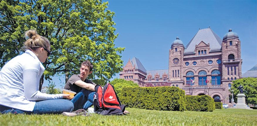 Toronto, the largest city in Canada, has several universities to choose from