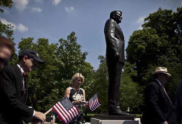 A statue of former US president Ronald Reagan has been unveiled to mark 100 years since his birth