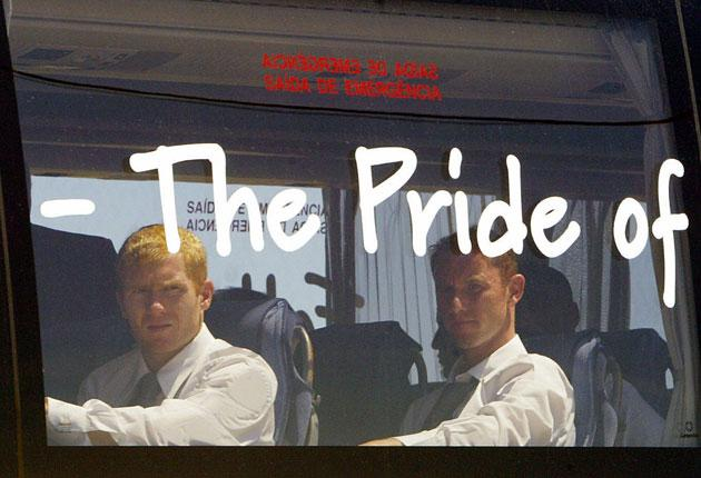 Paul Scholes (left) on the England bus; he says United's stars got frustrated with players from other clubs