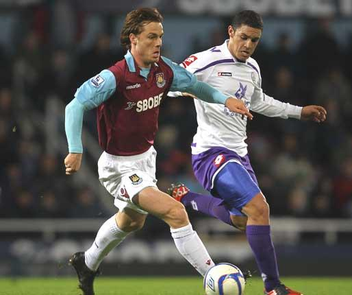 West Ham have put an £8m price on Scott Parker but are happy to consider loaning him out for the season for a fee of £1.5m