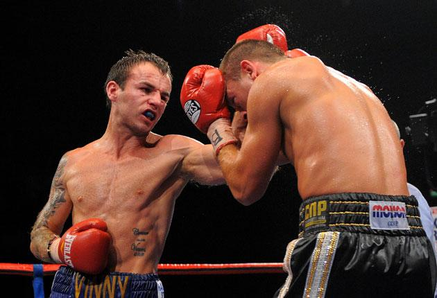 Kevin Mitchell (left) piles on the pressure against John Murray in a thrilling contest last night