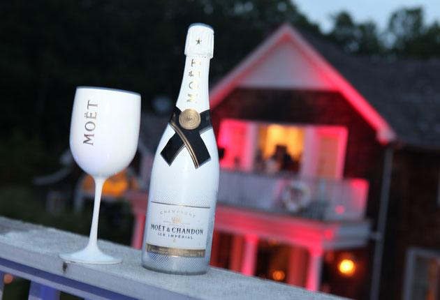 Moët Ice Imperial takes inspiration from the increasing fashion in some bars in and clubs in Paris and the South of France to put an ice cube into their glasses of champagne