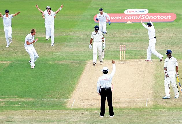 England's players celebrate the crucial wicket of Rahul Dravid before lunch at Trent Bridge yesterday