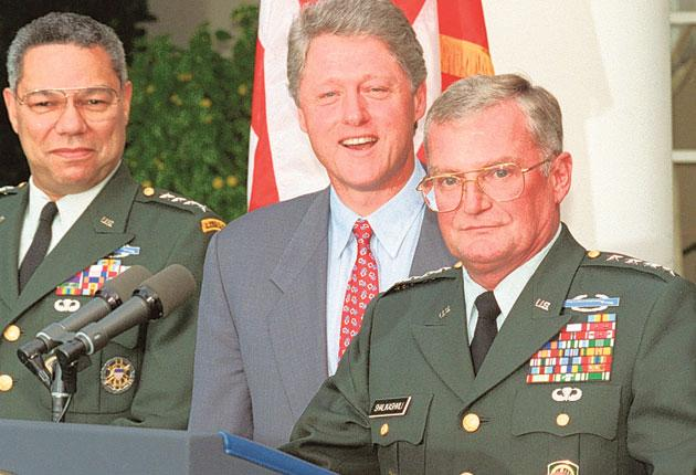 Shalikashvili (right) with Colin Powell and President Clinton in the White House Rose Garden in 1993