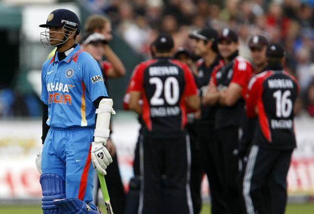 Rahul Dravid leaves the field after a contentious third-umpire decision