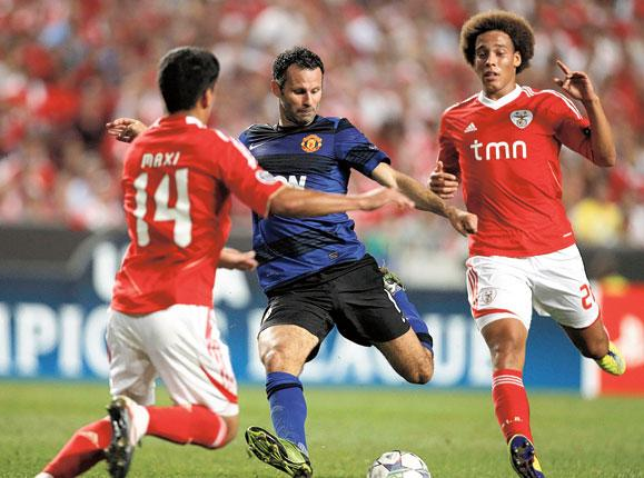 Manchester United's Ryan Giggs unleashes an unstoppable left-foot shot to equalise in Lisbon