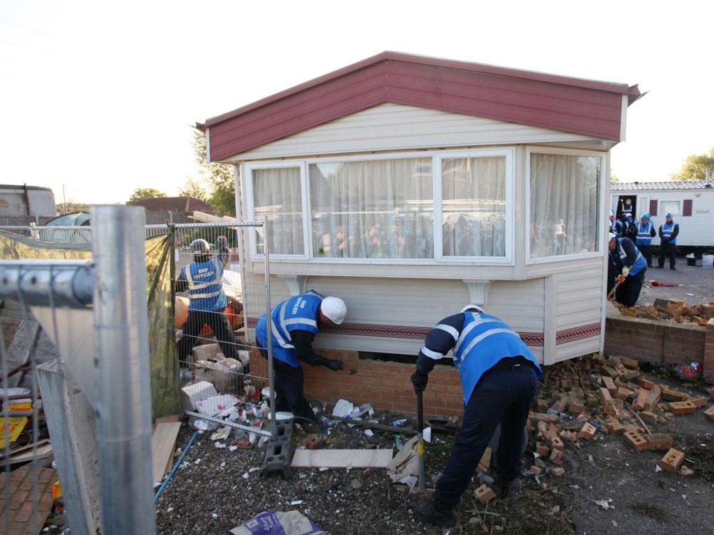 Bailiffs dismantle buildings on Dale Farm near Basildon