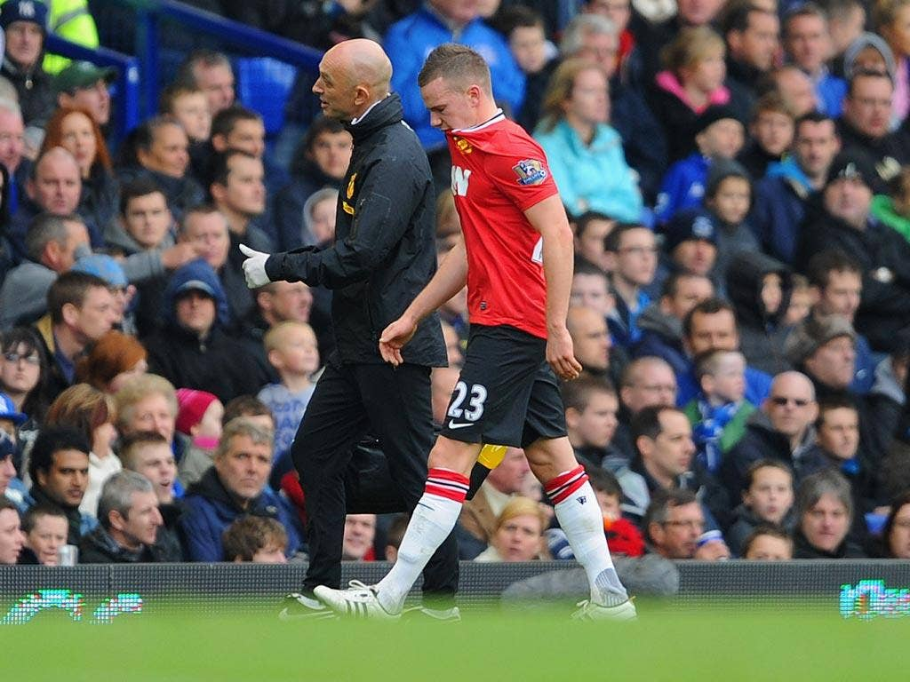 Cleverley goes off injured against Everton
