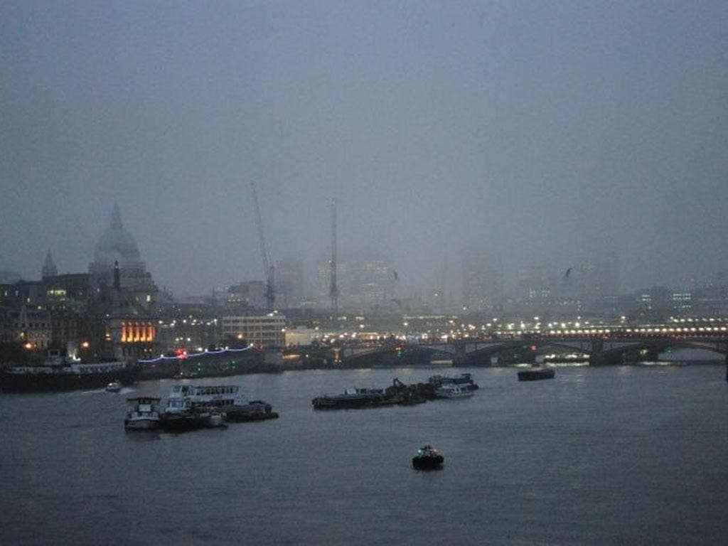 Heavy fog in central London this morning as airline passengers have been warned they may face disruption