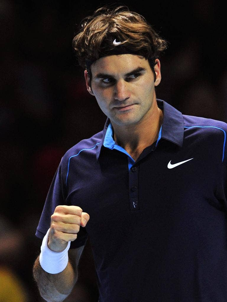 Roger Federer won in straight sets last night