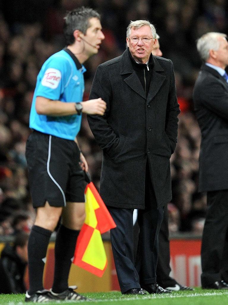 Sir Alex Ferguson reacts furiously to Newcastle's penalty award