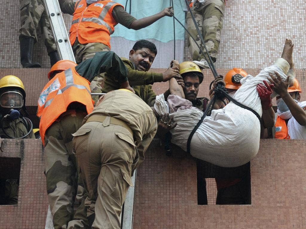 Rescue workers use ropes to evacuate patients and staff from the fire