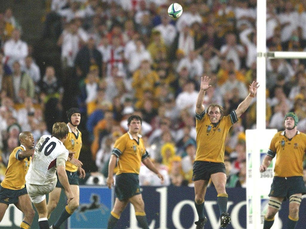 Jonny Wilkinson of England kicks the winning drop goal during extra time in the Rugby World Cup Final match between Australia and England at Telstra Stadium in 2003