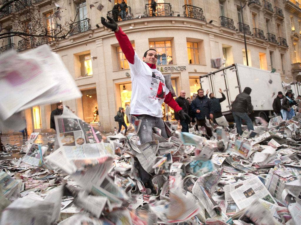 'France Soir' workers make their untidy protest