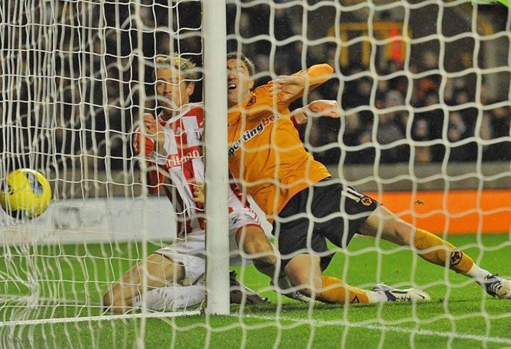 Peter Crouch squeezes home the winner
