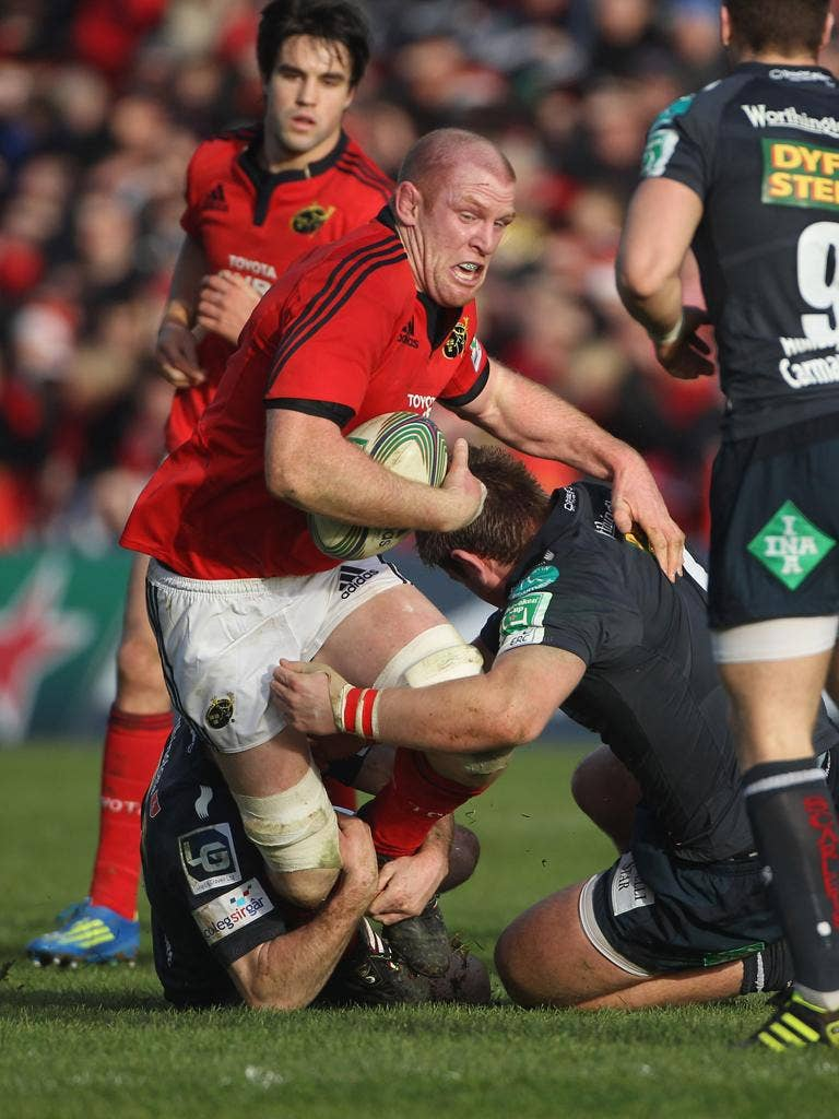 Munster's Paul O'Connell finds his way blocked by the Scarlets