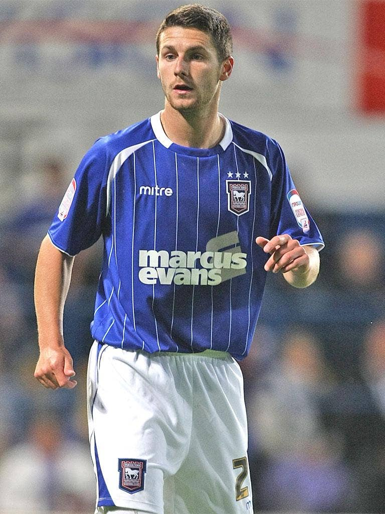 Defender Jack Ainsley has signed a new deal to stay at Ipswich Town