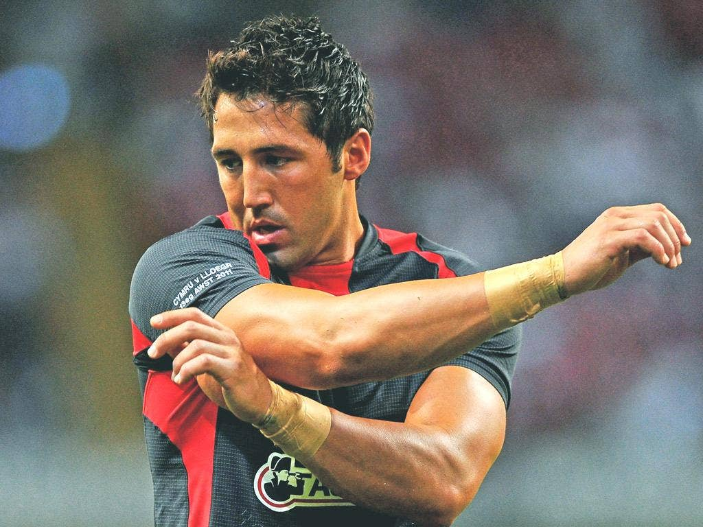 Gavin Henson will play at full-back on his debut for the Cardiff Blues against Newport-Gwent Dragons tomorrow