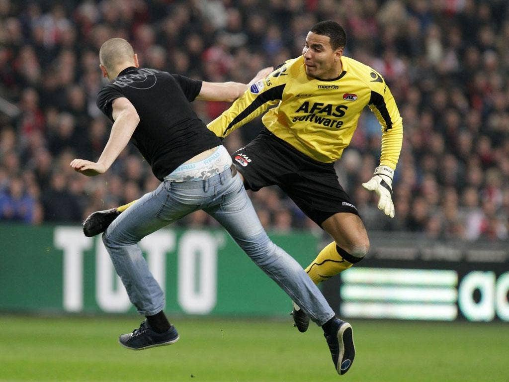Esteban Alvarado blocks his attacker with a mid-air kick