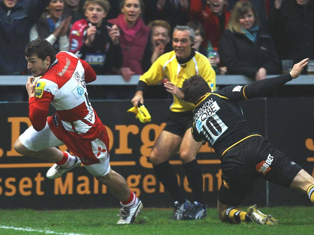 Gloucester's Jonny May beats Nick Robinson to score