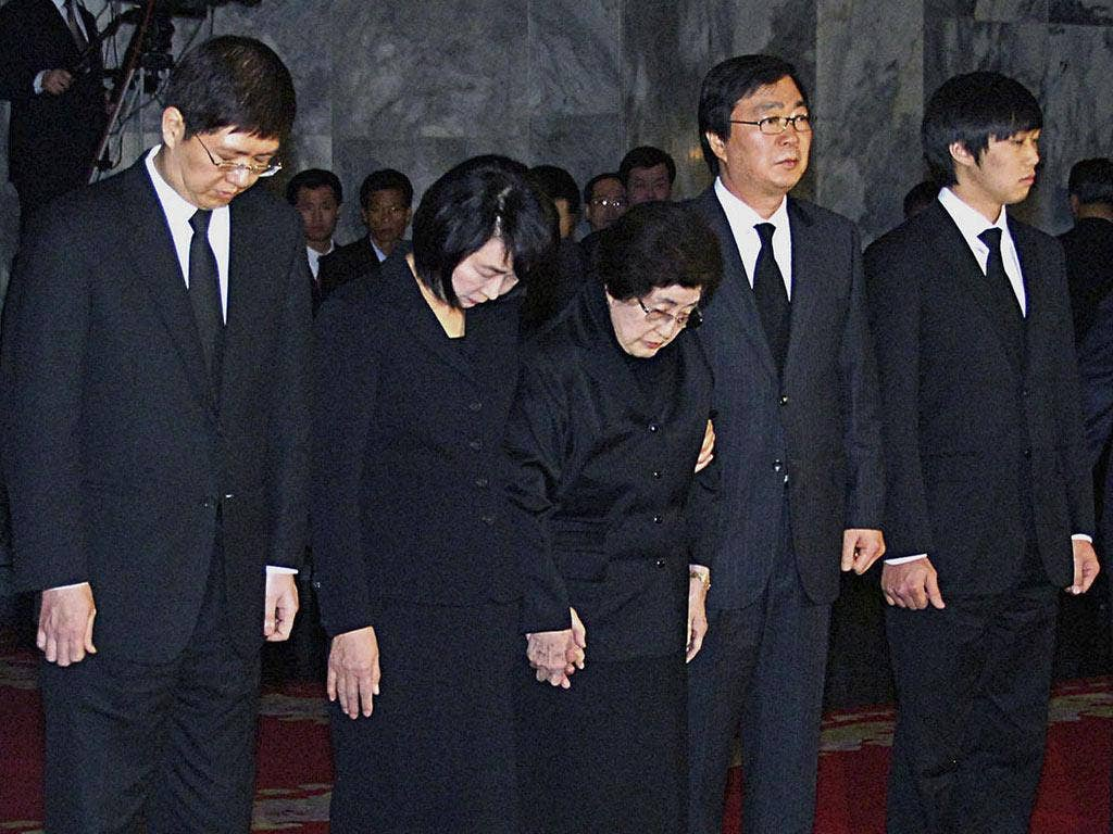 Lee Hee-ho, centre, the wife of the former South Korean President Kim Dae-jung, was part of a group that paid respects in Pyongyang