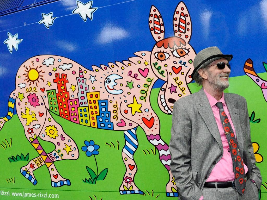 James Rizzi in front of the 'Rizzi locomotive' in Hamburg
