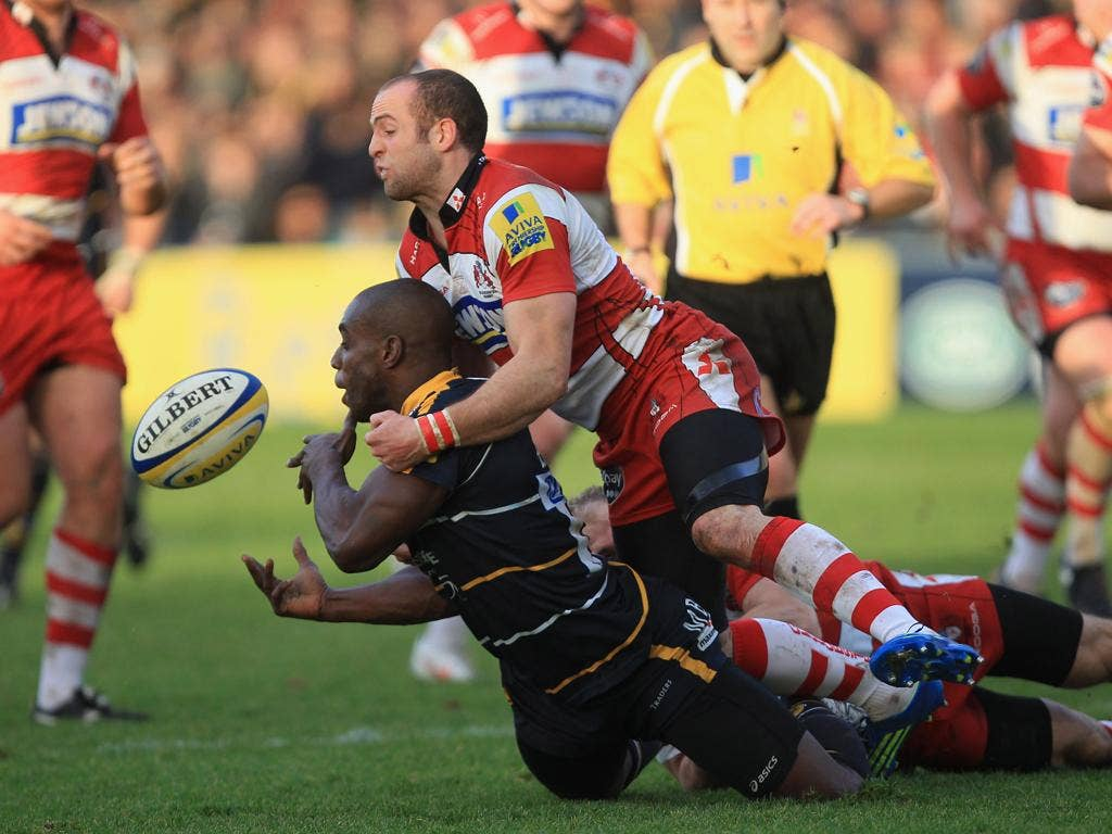 The Gloucester wing Charlie Sharples tackles fellow wide boy - Worcester's Miles Benjamin - at Sixways