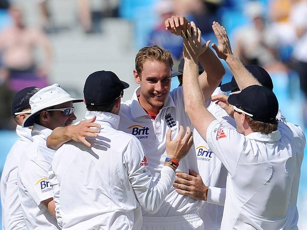Stuart Broad took two quick wickets before lunch
