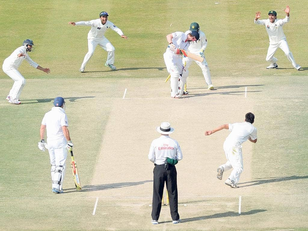 Morgan's misery continues as he is bowled second ball by Abdur Rehman