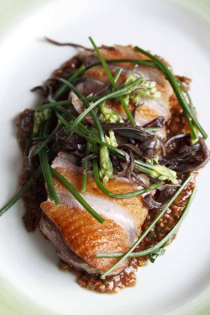 Honey-roast duck with flowering chives and black fungus