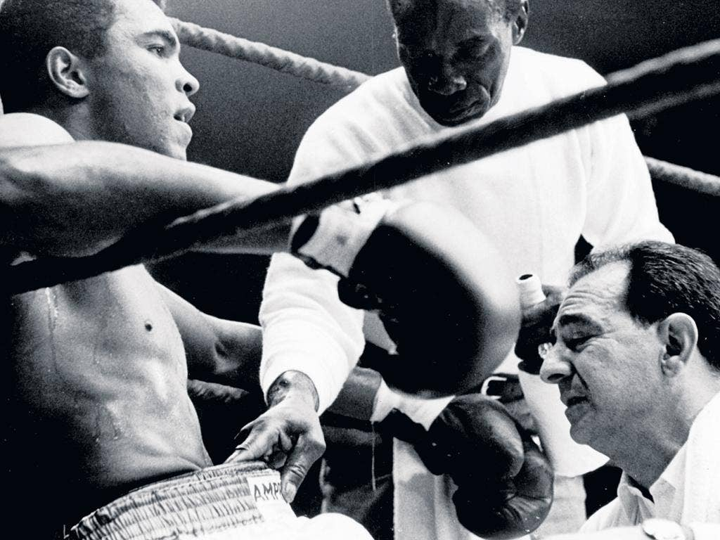Angelo Dundee gives advice to Muhammad Ali during his fight against Karl Mildenberger in 1966