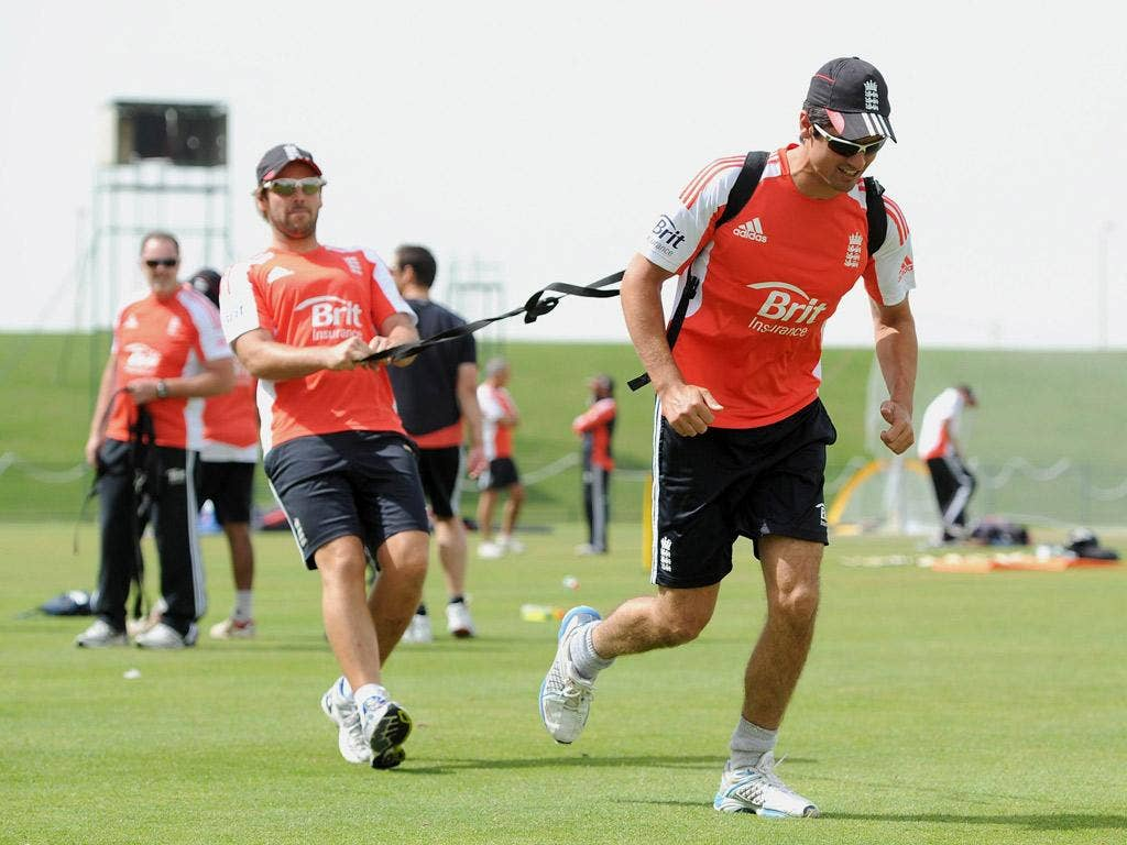 Graham Onions puts Alastair Cook through his paces in Abu Dhabi