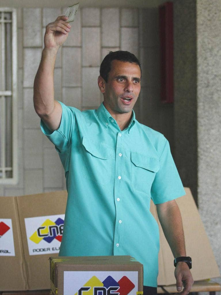 Henrique Capriles casts his vote