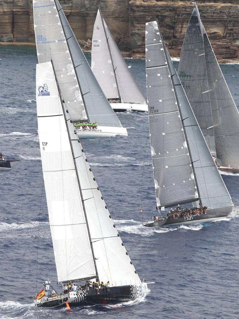 Fast start of the Caribbean 600 race in Antigua