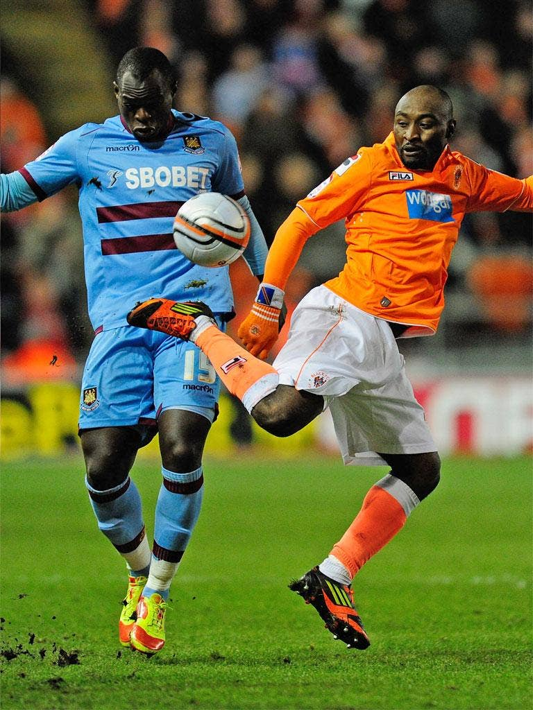 Blackpool's Lomana LuaLua shows his tricks to Abdoulaye Faye