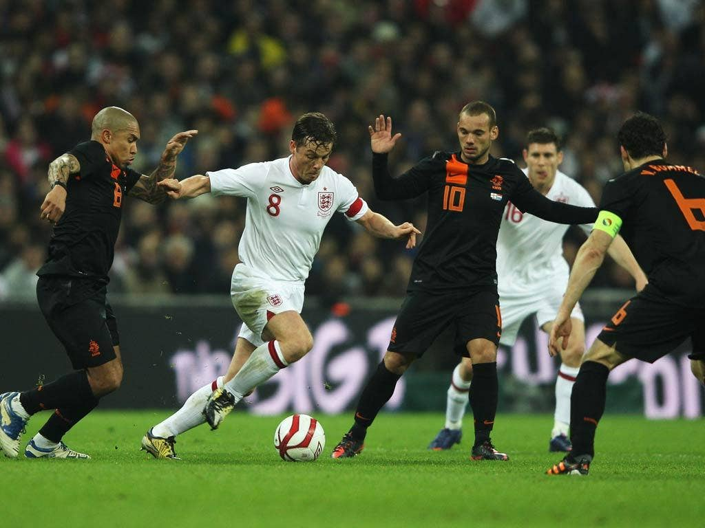 <b>Scott Parker:</b> Captain in only his seventh start, he gave a typically energetic performance, with one dramatic block but could have got closer to the influential Sneijder. 6
