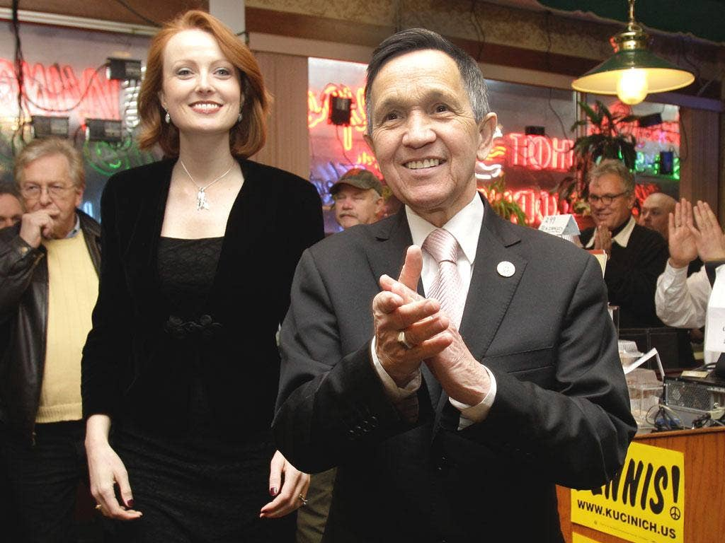 Dennis Kucinich greets supporters with his wife, Elizabeth, in Cleveland