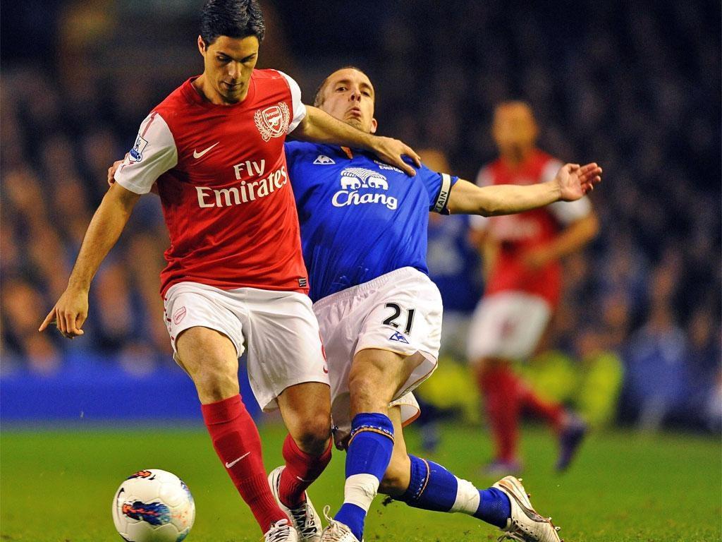 Arsenal's ex-Everton midfielder Mikel Arteta checks Leon Osman