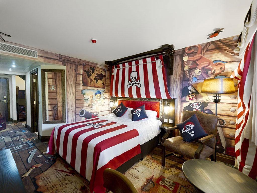 Skull set: A Pirate room at the Legoland Hotel