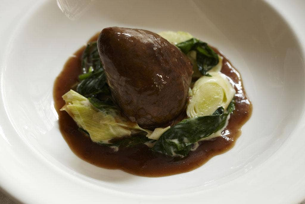 Braised hearts with creamed leeks and wild garlic