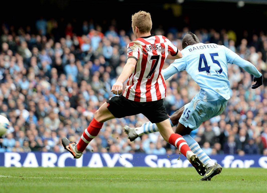 <b>Man City 3-3 Sunderland</b><br/> Balotelli lashes home his second goal of the game in the 85th minute to give Man City a chance of rescuing a point from the game.