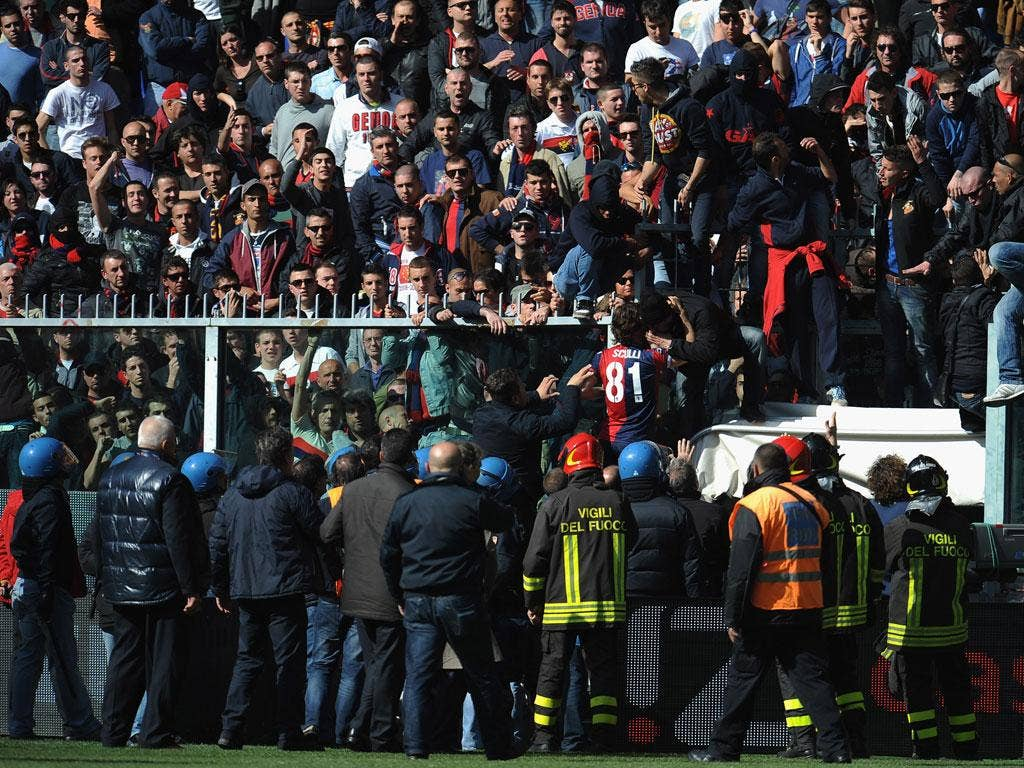 Giuseppe Sculli talks with Genoa fans