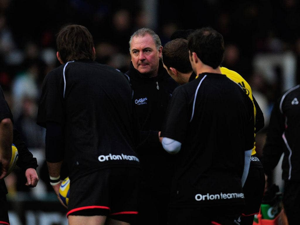 Gary Gold talks to the Newcastle players