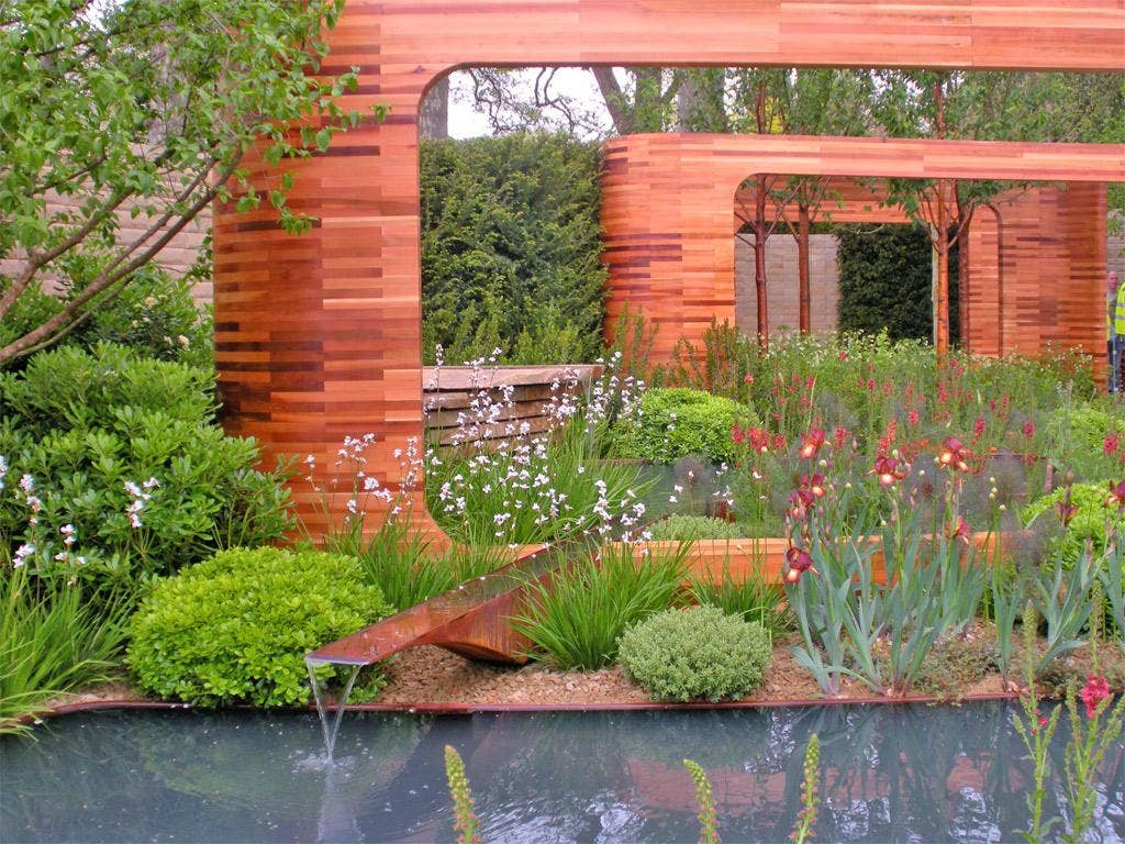Joe Swift's winning garden features a palette of copper, green and white