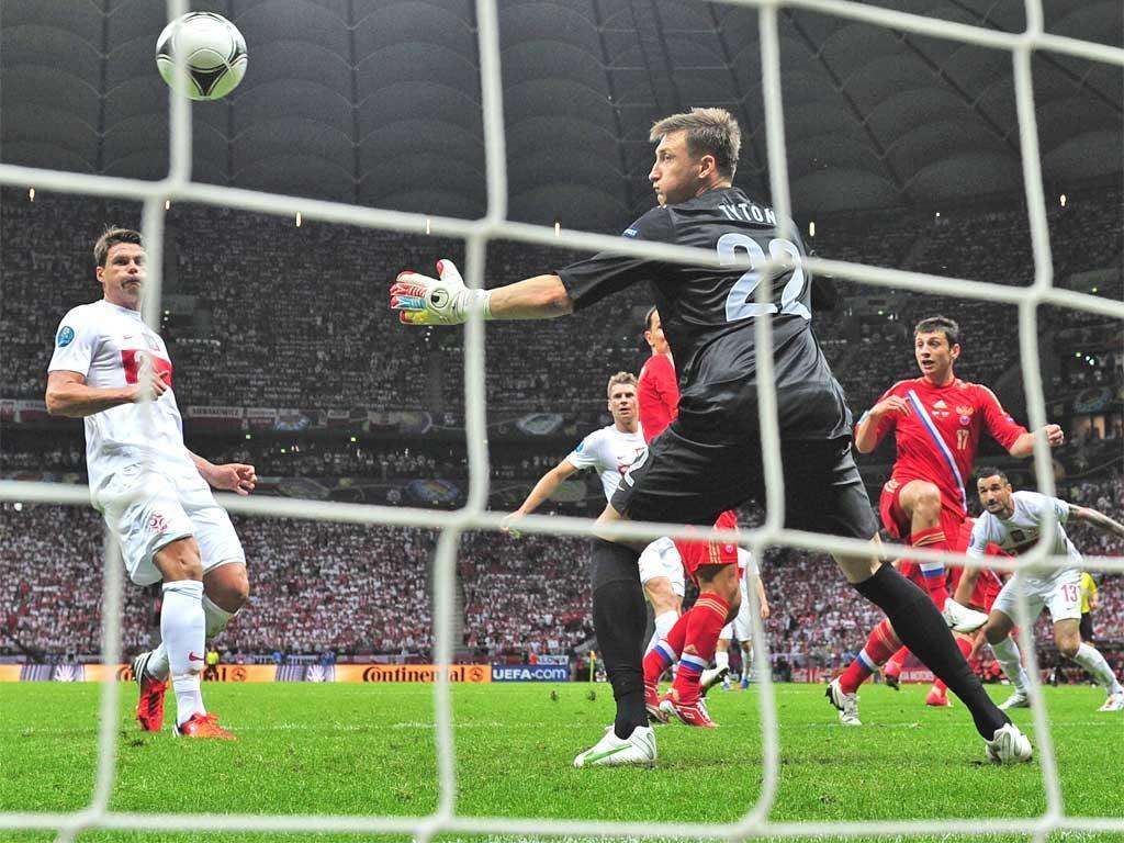 Alan Dzagoev heads Russia into the lead