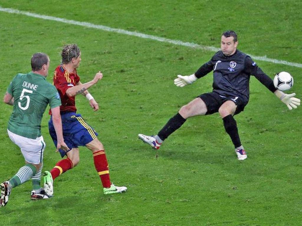 Fernando Torres scores his second and Spain's third