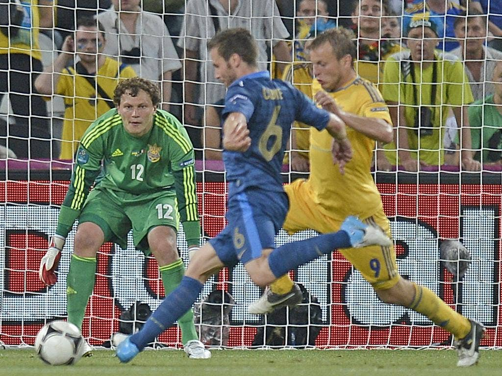 French midfielder Yohan Cabaye (L) scores past Ukrainian goalkeeper Maxym Kova