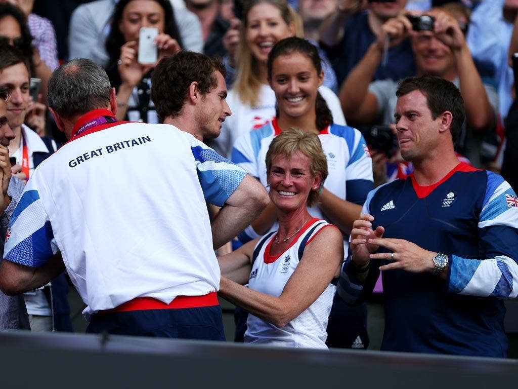 Andy Murray head for mother Judy after winning the gold medal